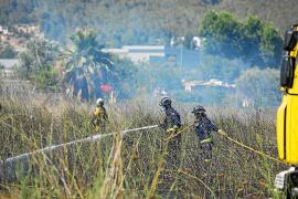 Un intoxicado y 3.200 m² quemados en un incendio de rastrojos en Sant Antoni
