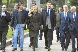 Rajoy anuncia que defenderá la reforma laboral  pese a las amenazas del PSOE