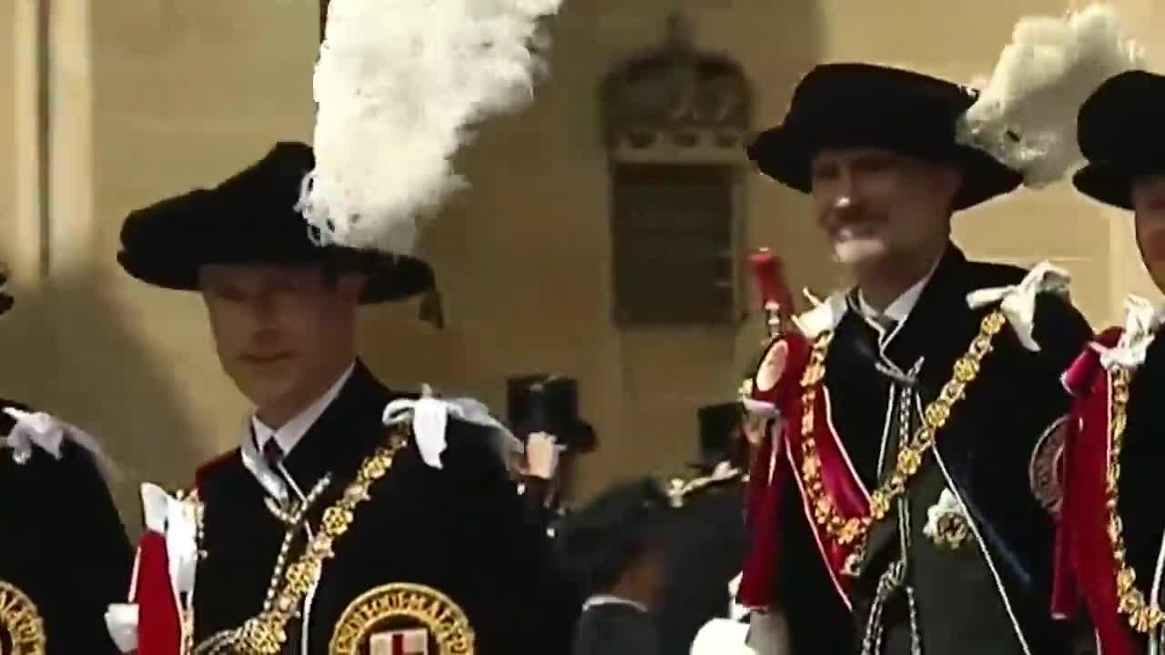 El Rey, investido caballero de la Orden de la Jarretera