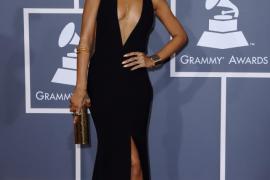 Rihanna defiende a Chris Brown atacando a sus propios fans