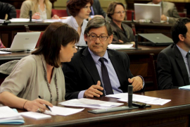 La izquierda cierra un acuerdo de madrugada y el socialista Thomàs presidirá el Parlament