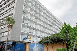 Dos heridos graves tras sendas caídas desde un primer piso y un muro en Ibiza