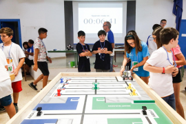 La robótica enseña a jóvenes estudiantes el valor del esfuerzo y la constancia