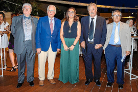 El Colegio de Médicos premia la trayectoria de cinco pitiusos