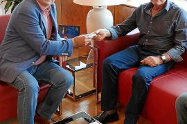 Antoni Tur 'Llucià' cede su archivo de 'sonadors' al Consell