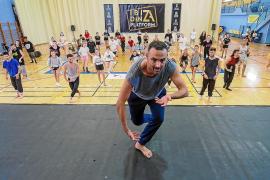 Pasión y energía en la primera jornada del 'Ibiza Danza Platform' en el polideportivo de Es Viver