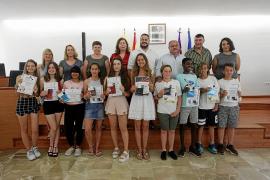 Reconocimiento a los 13 estudiantes más sobresalientes de Sant Joan