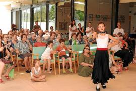 Música y baile a modo de terapia para los usuarios del centro de día de Formentera