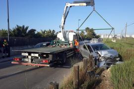 Una conductora sufre una aparatosa salida de vía en ses Feixes, Ibiza