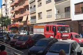 Una avería en una máquina refrigeradora llena de humo un supermercado de Ibiza