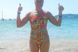 Tita Llorens cruza a nado la distancia entre Formentera e Ibiza en favor de la infancia hospitalizada