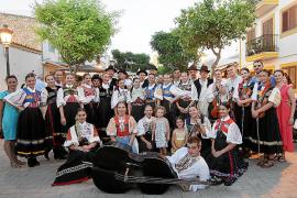 Santa Gertrudis aúna el folclore de Albacete y Eslovaquia en su plaza