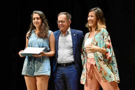 El Ayuntamiento de Sant Josep distingue a los 47 alumnos con mejor expediente