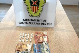 Detenido tras lanzar 15 dosis de cocaína por la ventanilla en plena calle de Cala Llonga