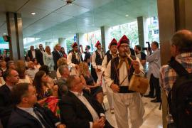 Un pleno con aires payeses en el Consell d'Eivissa