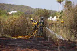 Alarma por un incendio forestal en Sant Miquel en un día de máximo riesgo