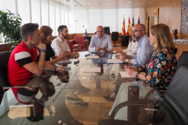 Primera reunión de Vicent Marí y sus consellers electos en el Consell