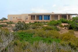 Recurren la decisión de Formentera de no revisar la licencia de Punta Gavina