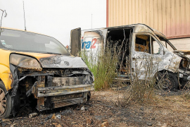 Dos furgonetas afectadas por las llamas