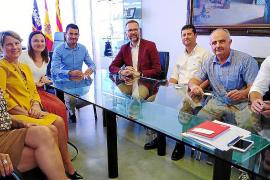 Visita del cónsul general británico al Ayuntamiento de Sant Antoni
