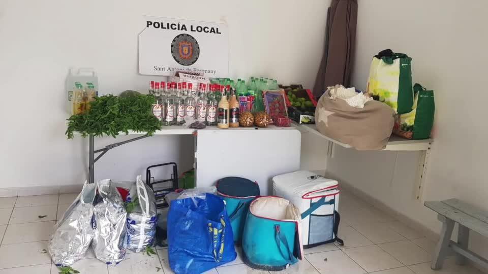 La Policía Local de Sant Antoni interpone un centenar de denuncias por venta ambulante