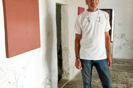 Mouffe honra a las víctimas del franquismo en Formentera con sus «retratos ocultos»