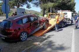 Cuatro heridos en una colisión entre un coche y un camión en el cruce de los Cazadores