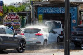 La 'lluvia de tierra' del lunes colapsa los lavaderos de la isla