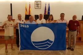 Cuatro playas de Sant Joan reciben la 'Bandera Azul 2019' que distingue su calidad
