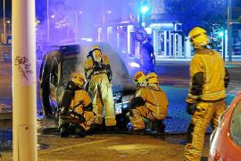 Los Bomberos sofocan incendios en vehículos en Son Oliva y Son Oms