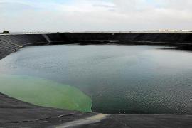 El agua de la balsa de Formentera contiene demasiada sal para el riego