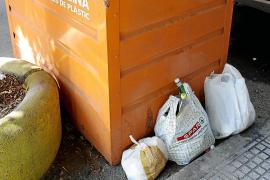 Los vecinos y comerciantes del Eixample de Vila denuncian la falta de limpieza en las calles