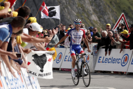 Pinot gana, Alaphilippe resiste y Enric Mas cede terreno en el Tour