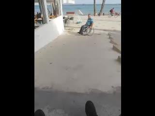 Discapacitados denuncian en un vídeo la poca accesibilidad del nuevo paseo de ses Figueretes