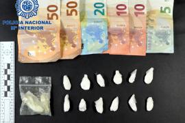 Dinero y droga incautado por la Policía Nacional en Manacor.