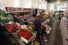 Los comerciantes del Mercat Vell acusan las restricciones de acceso a la zona