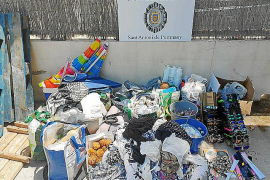 La Policía de Sant Antoni interpone 20 denuncias por venta ambulante, ruidos y residuos