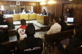 El jefe de un grupo dice que trajo droga desde Sevilla a la Isla a cambio de 50 gramos de 'coca'
