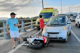 Multan a un conductor con 200 euros por hacer una foto de un accidente en Palma