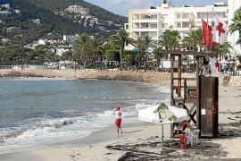 Reabiertas las playas en Santa Eulària, aunque el baño continúa prohibido