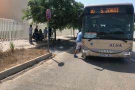 Un nuevo autobús express conecta de forma directa el aeropuerto y el puerto de Ibiza