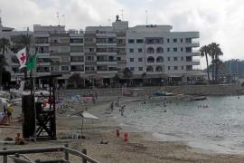 Santa Eulària recupera la bandera verde en las playas afectadas por el hundimiento del barco