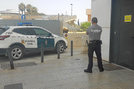 El detenido por un 'simpa', 'regó' su estafa con un champán de 700 euros
