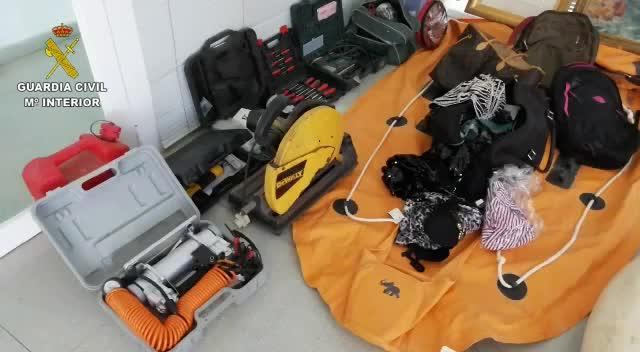 La Guardia Civil detiene a una banda organizada dedicada al robo en viviendas en Ibiza
