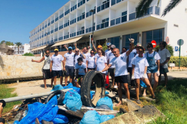 La Asociación de Amarristas de Talamanca recoge en un día 2,5 toneladas de basura
