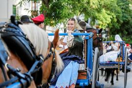 La tradición sorprende a los turistas en el paseo Vara de Rey