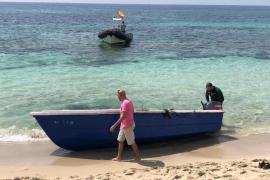 Localizada una patera en la platja de Migjorn en Formentera