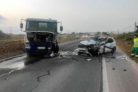 Herido muy grave un joven de 24 años tras chocar su coche y un camión en Formentera