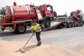 Vuelca un camión de bomberos en la rotonda de es Puig, en Sant Antoni