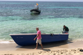 Localizada una patera en la isla de Ibiza